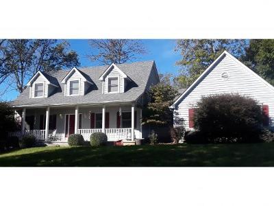 Lawrenceburg Single Family Home For Sale: 1621 Ridgewood Cir