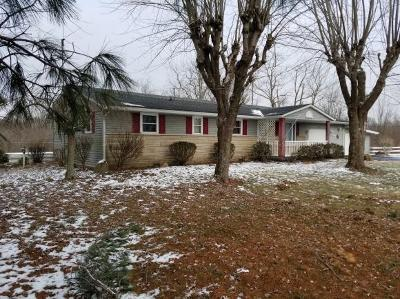 Aurora Single Family Home For Sale: 8508 Mt Tabor Rd