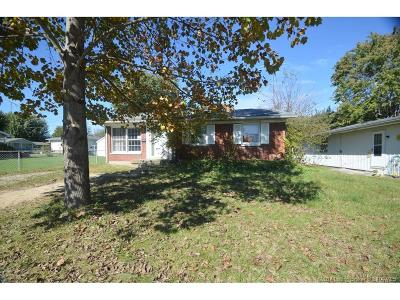 Scott County Single Family Home For Sale: 650 South Street