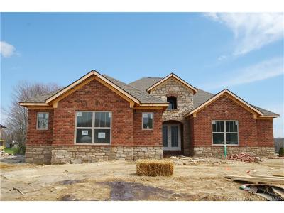 Floyd County Single Family Home For Sale: 1002 Equine Avenue