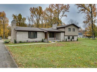 Louisville Single Family Home For Sale: 12125 Lower River Road