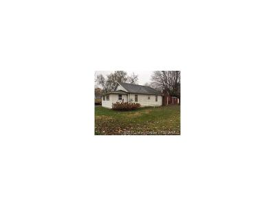 Scottsburg IN Single Family Home For Sale: $32,000