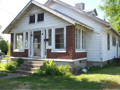 Single Family Home For Sale: 111 W Homer Street