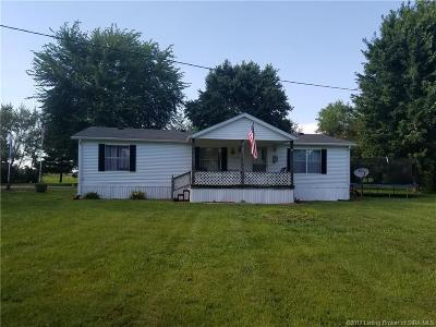 Scott County Single Family Home For Sale: 5613 E Johnny Johnson Road