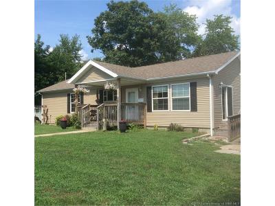 Scott County Single Family Home For Sale: 465 S Main Street
