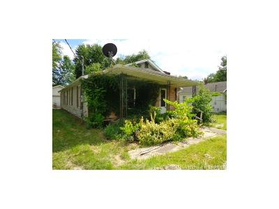 Scott County Single Family Home For Sale: 415 W Cross Street