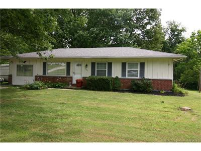 Floyd County Single Family Home For Sale: 7129 Peach Tree Lane