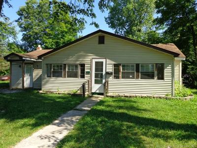 Scott County Single Family Home For Sale: 116 Bank Street