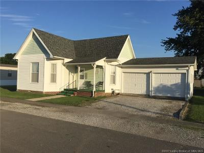 Jackson County Single Family Home For Sale: 137 E Adams