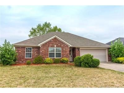 Clark County Single Family Home For Sale: 5508 Constellation Lane