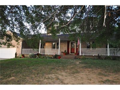 Clark County Single Family Home For Sale: 2408 Arrowhead Drive