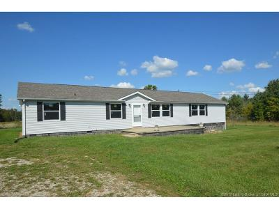 Scott County Single Family Home For Sale: 2945 E Crothersville Road