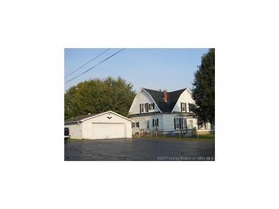 Scott County Single Family Home For Sale: 521 W Cherry Street