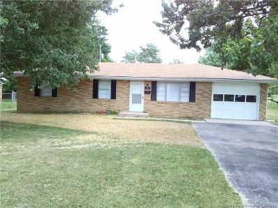 Scottsburg IN Single Family Home For Sale: $110,000