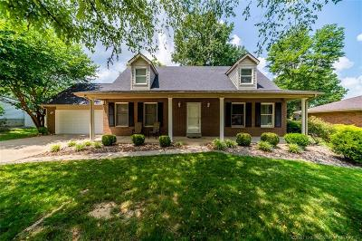 New Albany Single Family Home For Sale: 909 Mellwood Drive