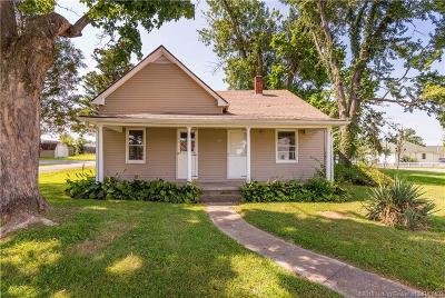 Henryville Single Family Home For Sale: 203 W Main Street