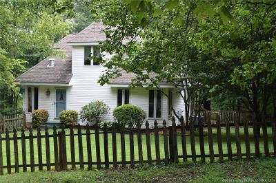 Floyds Knobs Single Family Home For Sale: 5950 S Skyline Drive