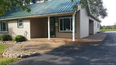 Scottsburg IN Single Family Home For Sale: $138,900