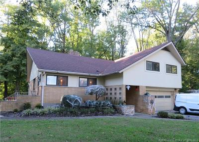 Jeffersonville Single Family Home For Sale: 121 Forest Drive