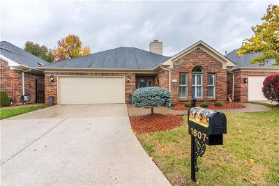 Jeffersonville Single Family Home For Sale: 1607 Greenleaves Drive