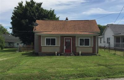 Henryville Single Family Home For Sale: 106 W Main Street