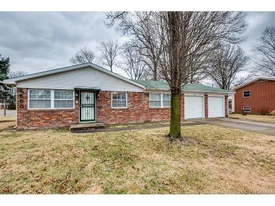 Clarksville Single Family Home For Sale: 2260 Larch Drive