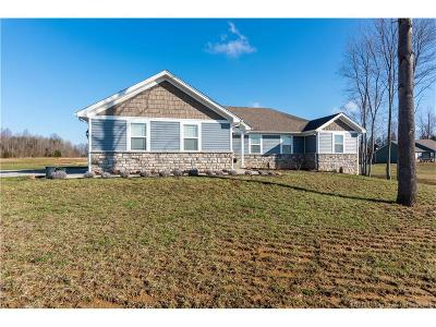 Scott County Single Family Home For Sale: 1423 E Marshfield Road