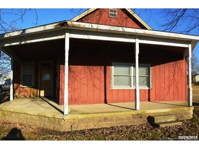 Scott County Single Family Home For Sale: 461 S Railroad Street