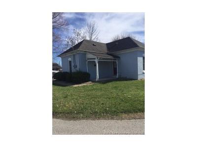 Scott County Single Family Home For Sale: 809 S Main Street