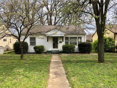 Jeffersonville Single Family Home For Sale: 932 E 8th Street