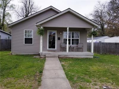 New Albany Single Family Home For Sale: 815 W 8th Street