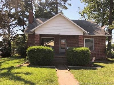 Scottsburg IN Single Family Home For Sale: $105,000