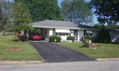 Scottsburg IN Single Family Home For Sale: $84,900