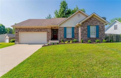 New Albany Single Family Home For Sale: 3006 Louise Way