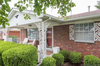 Clarksville Single Family Home For Sale: 926 Sunnyside Drive