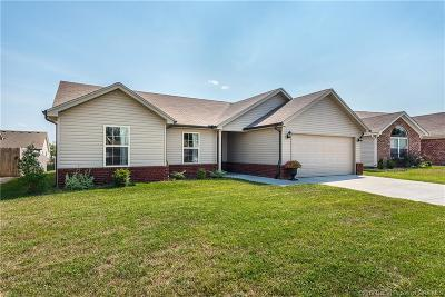 Jeffersonville Single Family Home For Sale: 2206 Ramsey Way