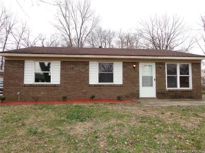 Clark County Single Family Home For Sale: 909 Washington Way