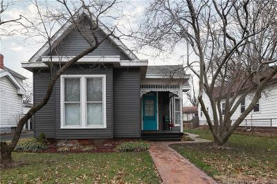 Jeffersonville Single Family Home For Sale: 210 E Park Place