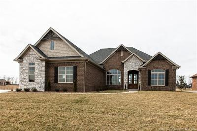 Henryville Single Family Home For Sale: 1718 Augusta Parkway