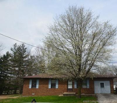 Scottsburg IN Single Family Home For Sale: $118,000