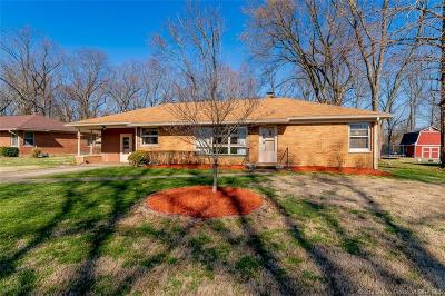 Clark County Single Family Home For Sale: 8 Redbud Road