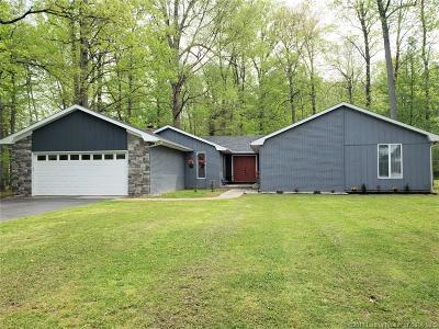 Scottsburg IN Single Family Home For Sale: $239,999