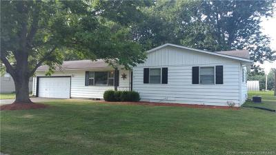 Scottsburg IN Single Family Home For Sale: $127,500