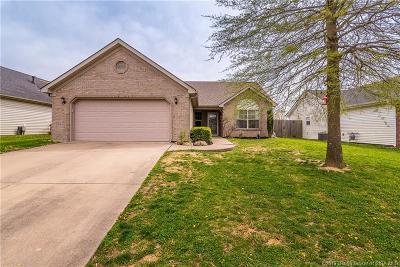 Clark County Single Family Home For Sale: 5817 Harmony Woods