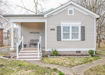 Jeffersonville Single Family Home For Sale: 718 E Chestnut Street
