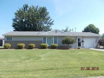 Scottsburg IN Single Family Home For Sale: $154,900