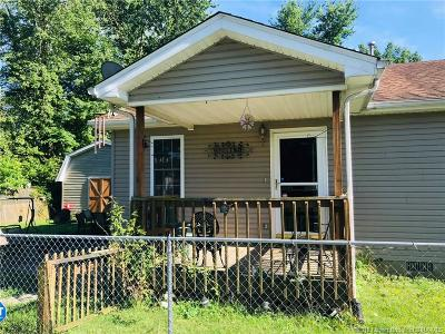 Scott County Single Family Home For Sale: 107 S 6th Street