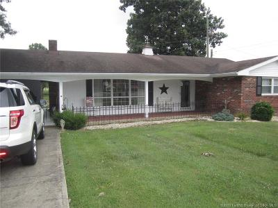 Scottsburg IN Single Family Home For Sale: $136,500