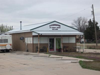 Hoisington KS Commercial For Sale: $80,000