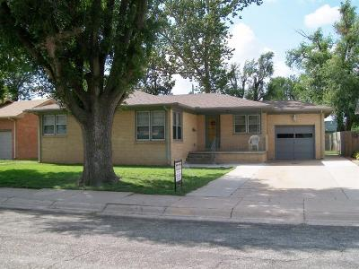 Great Bend KS Single Family Home For Sale: $129,900